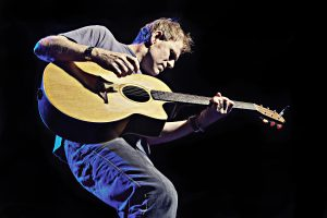 martyn_joseph_playing
